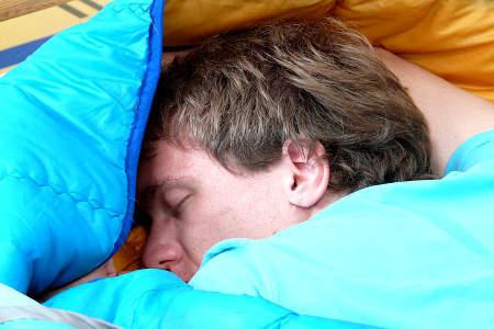 Zaehneknirschen in der Nacht - Stress kann die Ursache sein