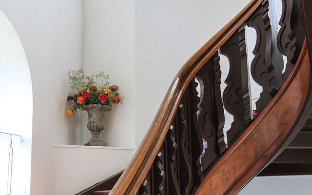 Treppenlift – Aktiv bleiben und Barrieren überwinden
