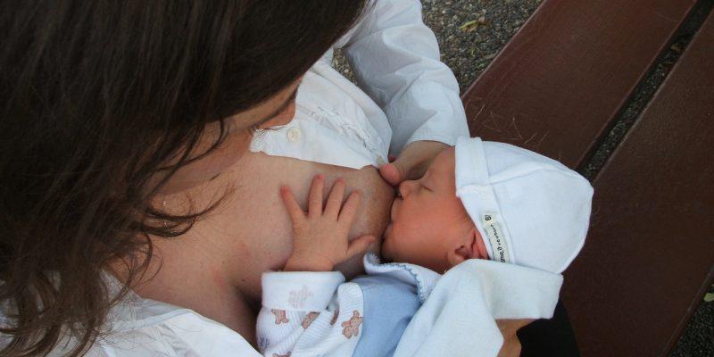 Gesund ins Leben starten durch Muttermilch